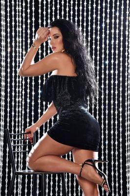 Елена  — проститутка для семейных пар, рост:  185, вес:  80